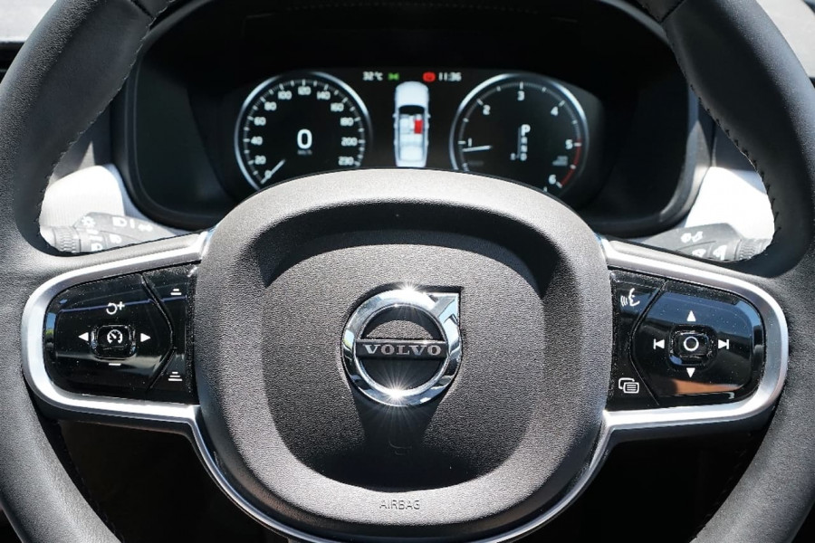 2016 MY17 Volvo S90 D5 Inscription Sedan
