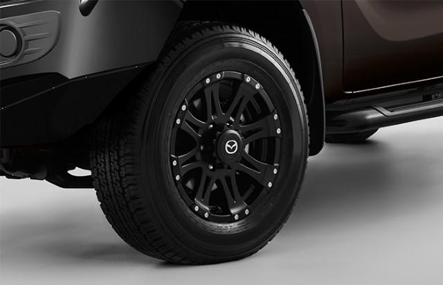 """<img src=""""17-Inch 8-Spoke Black Alloy Wheel"""