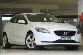 Volvo V40 T4 Adap Geartronic Kinetic M Series MY14