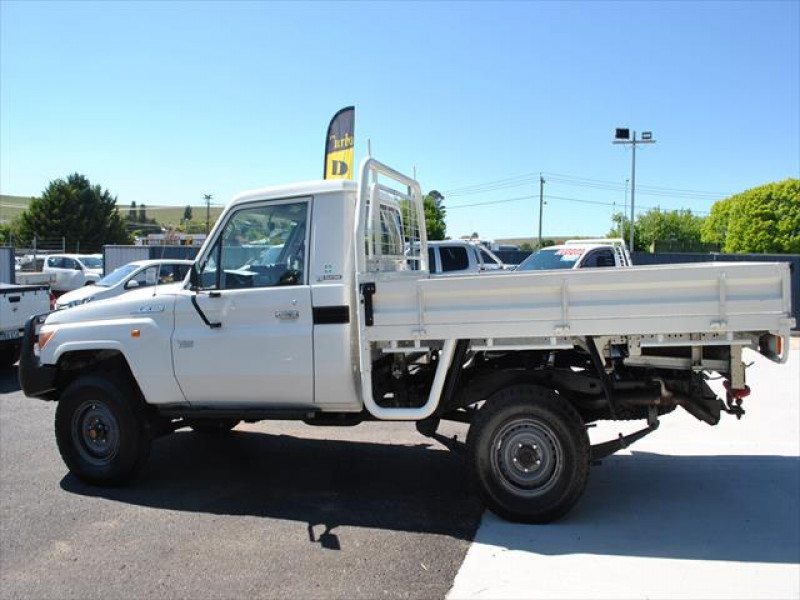 2011 Toyota LandCruiser 70 Workmate Cab chassis