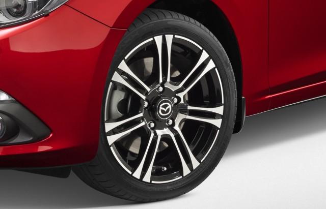 """<img src=""""16-Inch 7-Spoke Alloy Wheel"""