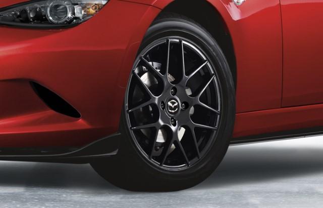 "<img src=""16-inch Black Alloy Wheel"