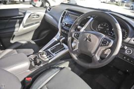 2017 Mitsubishi Pajero Wagon