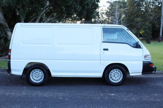 2012 Mitsubishi Express SJ  Van