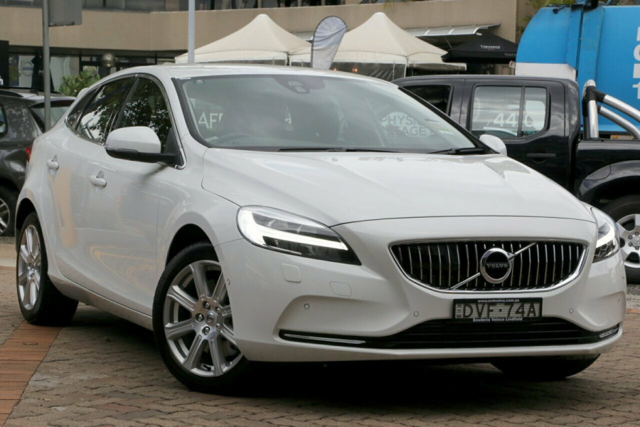 2017 MY18 Volvo V40 M Series T4 Adap Geartronic Inscription Hatchback