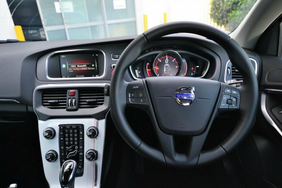 2015 MY16 Volvo V40 M Series D2 Kinetic Hatchback