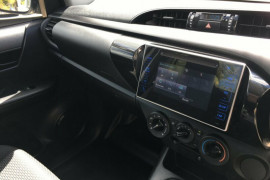 2016 Toyota Hilux TGN121R Workmate Cab chassis