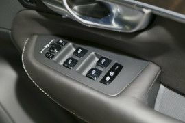 2016 MY17 Volvo XC90 L Series T8 Inscription Suv