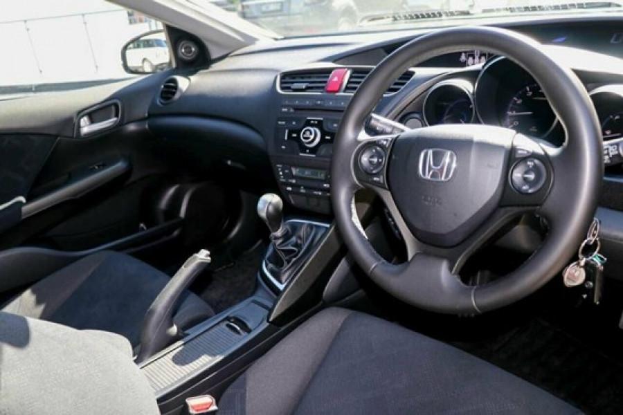 2013 Honda Civic 9th Gen MY13 VTi-S Hatchback