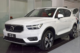 Volvo XC40 Momentum Launch Edition