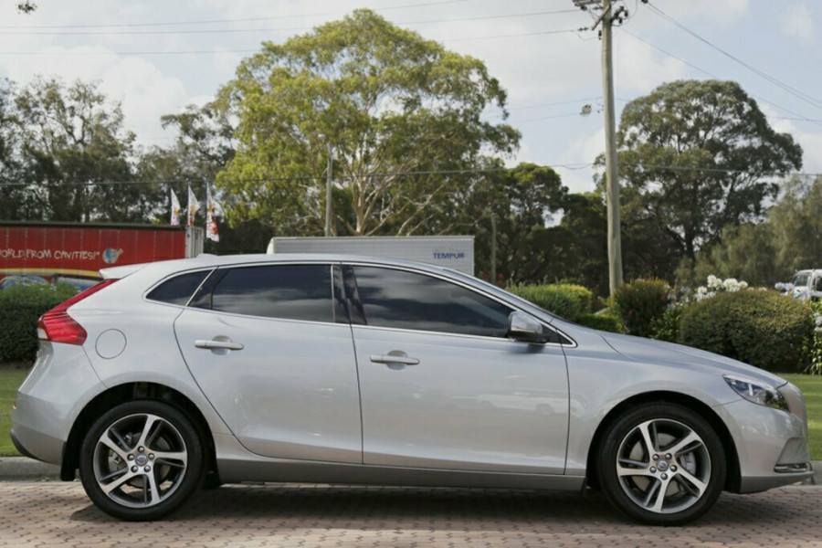 2016 Volvo V40 M Series D2 Kinetic Hatchback