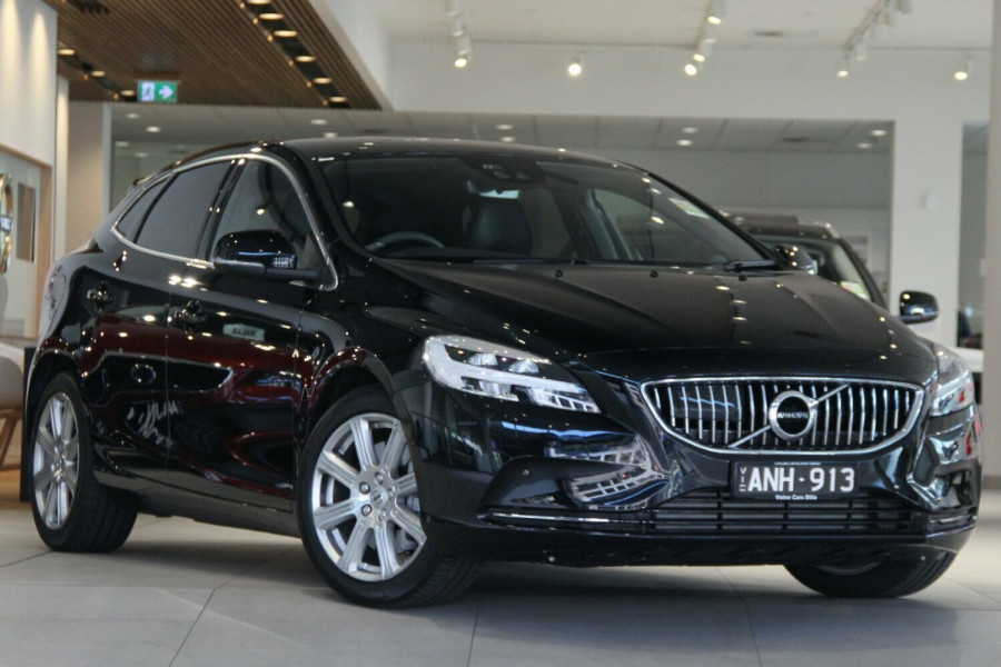2017 MY Volvo V40 M Series T4 Inscription Hatchback