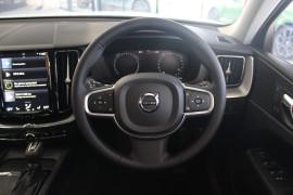 2017 MY18 Volvo XC60 UZ T5 Momentum Sedan
