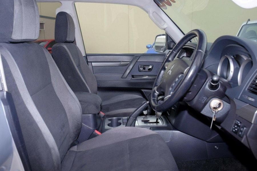 2007 Mitsubishi Pajero NS VR-X Wagon