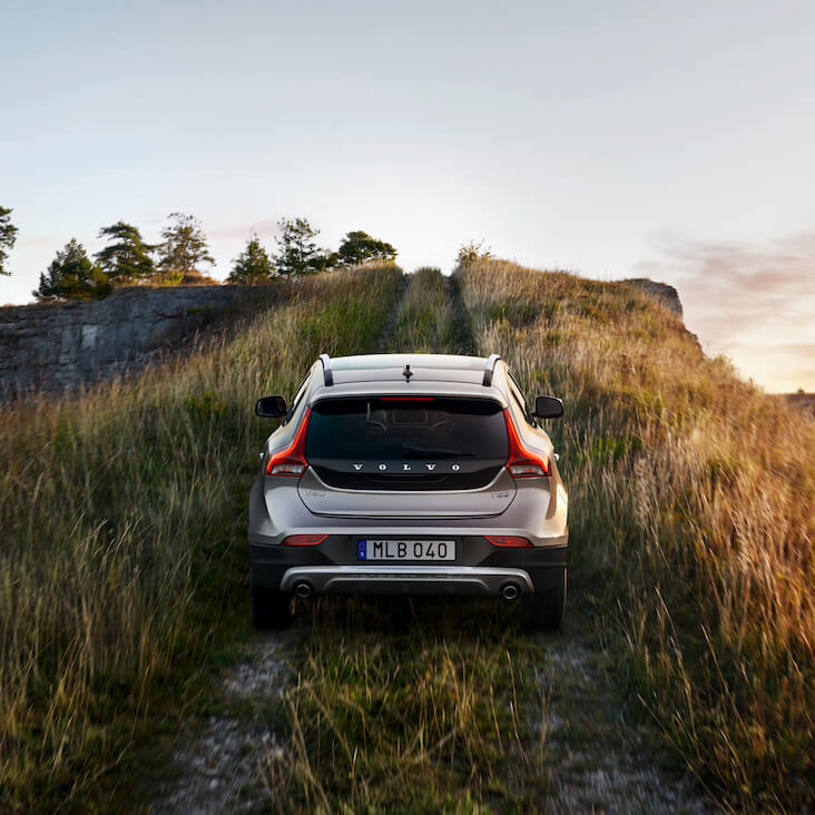 V40 Cross Country: Momentum