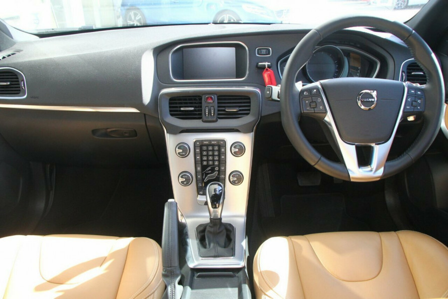 2016 Volvo V40 T4 Inscription Sedan