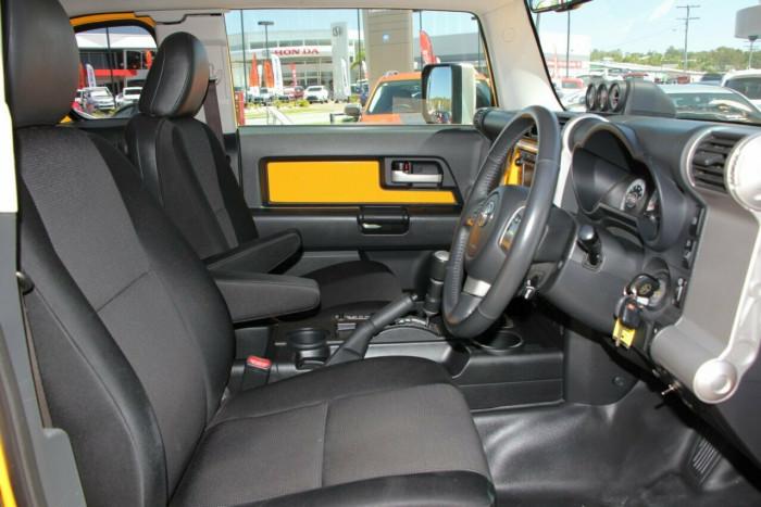 2011 Toyota FJ Cruiser GSJ15R Wagon