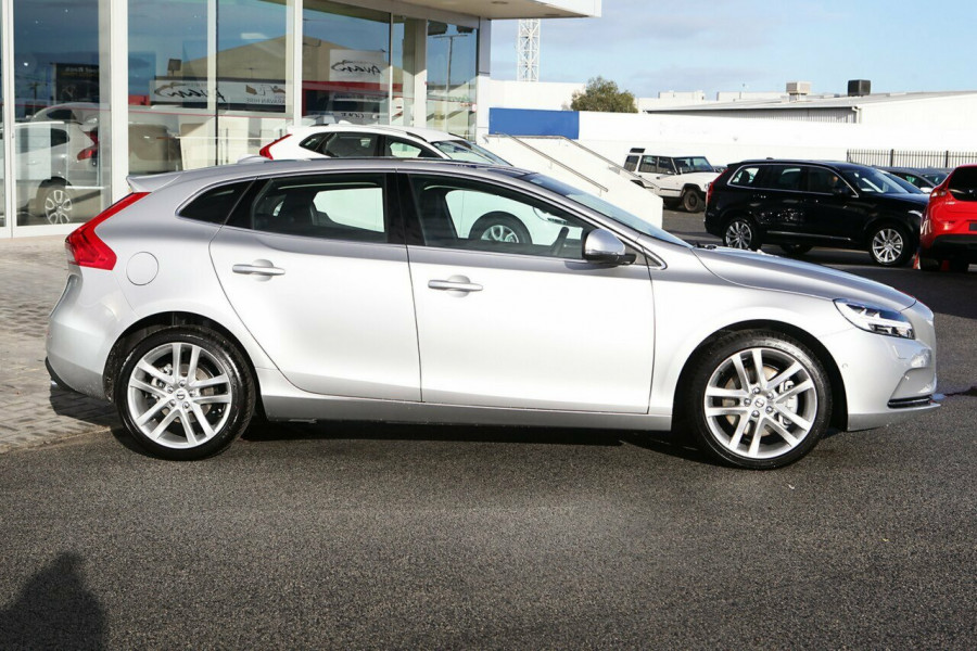 2017 Volvo V40 M Series T4 Inscription Hatchback