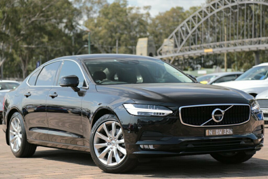 2017 Volvo S90 P Series D4 Momentum Sedan