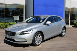 Volvo V40 T4 INSCRIPTION (No Series) MY17