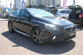 Volvo V40 Cross Country D4 - Luxury M Series  D4