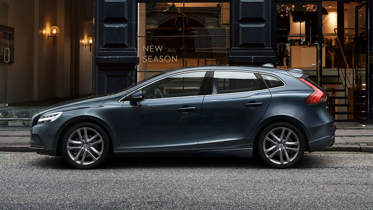 new volvo v40 for sale silverstone volvo. Black Bedroom Furniture Sets. Home Design Ideas