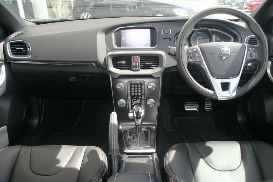 2017 Volvo V40 M Series T5 R-Design Sedan