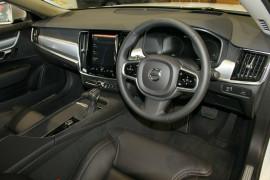 2017 Volvo S90 P Series T5 Momentum Sedan