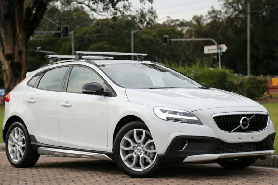 2016 MY17 Volvo V40 Cross Country M Series T4 Momentum Hatchback