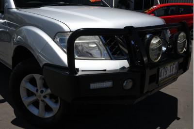 2010 Nissan Navara D40 ST-X Utility Image 2