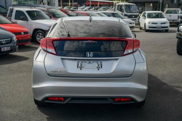 2013 Honda Civic 9th Gen Ser II VTi Sedan image 3
