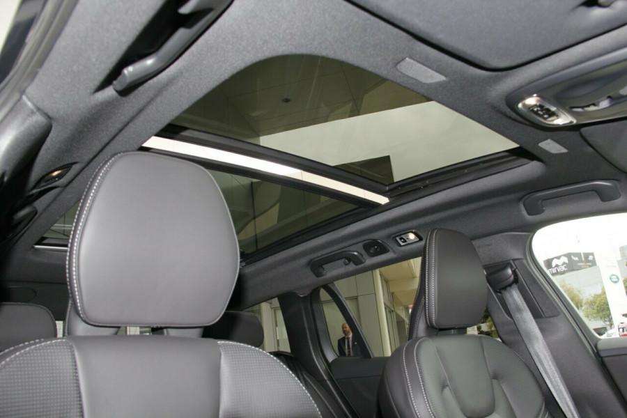 2019 MY20 Volvo V60 T5 R-Design T5 R-Design Sedan Mobile Image 15