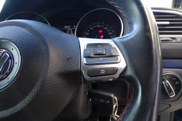 2010 Volkswagen Golf GTI 12 of 24