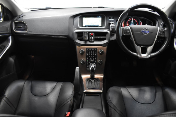 2014 Volvo V40 Cross Country (No Series) MY14 D4 Luxury Hatchback Image 5