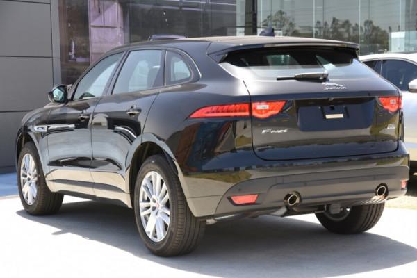 2019 Jaguar F-pace Suv Image 3