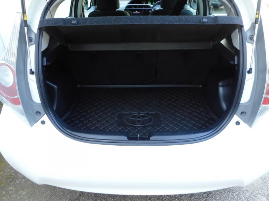 2013 MY12 Toyota Prius Image 9
