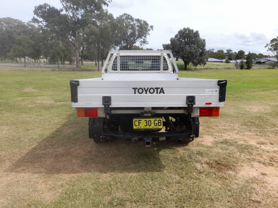 2015 MY14 Toyota HiLux KUN16R Turbo Workmate Cab chassis Image 6