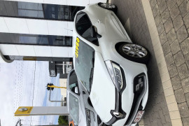 2017 Renault Clio IV B98 Phase 2 R.S. 200 Hatch Image 2