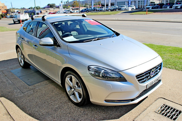 2014 Volvo V40 M Series  D4 D4 - Luxury Hatchback