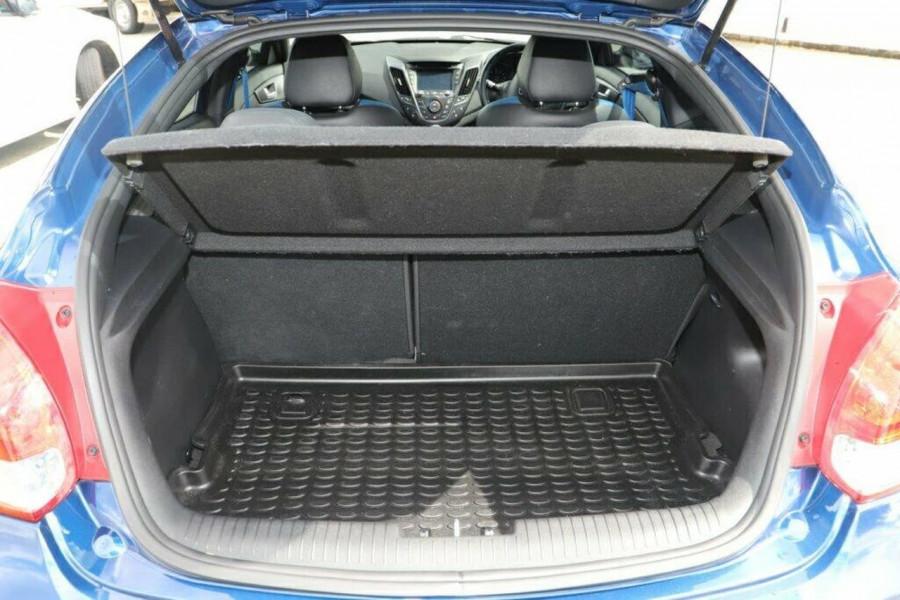2016 Hyundai Veloster FS5 Series II Street Hatchback Image 9