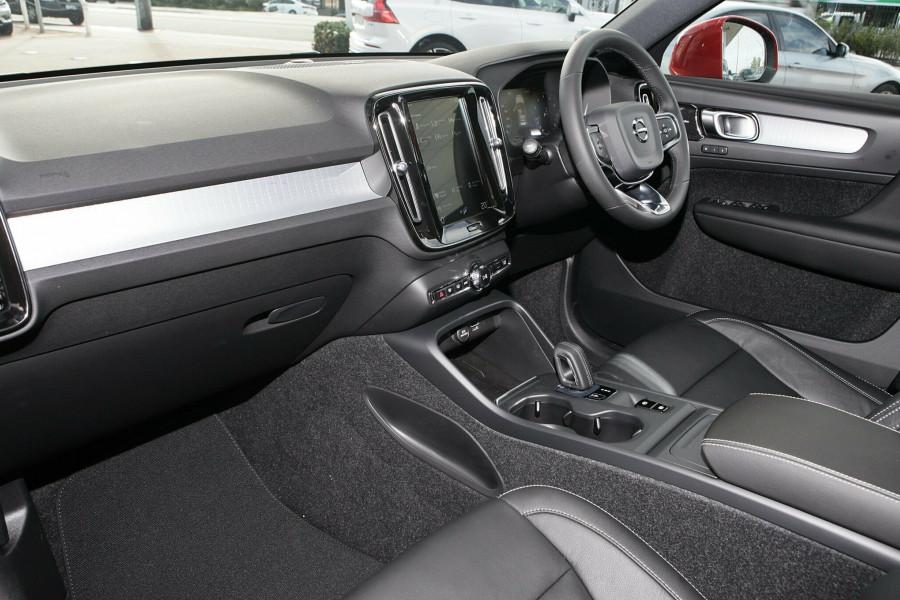 2019 Volvo XC40 T4 Momentum Suv Mobile Image 6