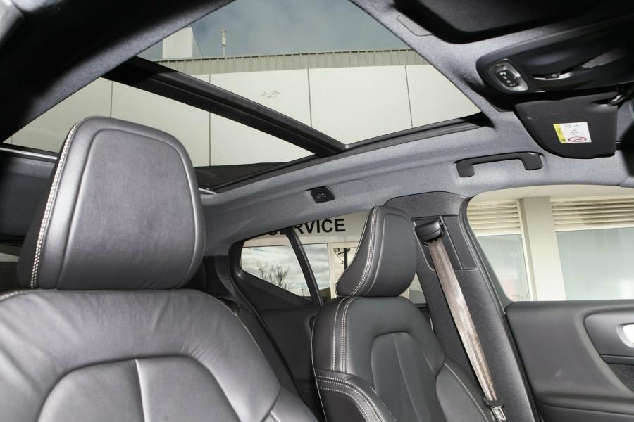 2019 Volvo XC40 XZ MY19 T4 Momentum Suv Mobile Image 10