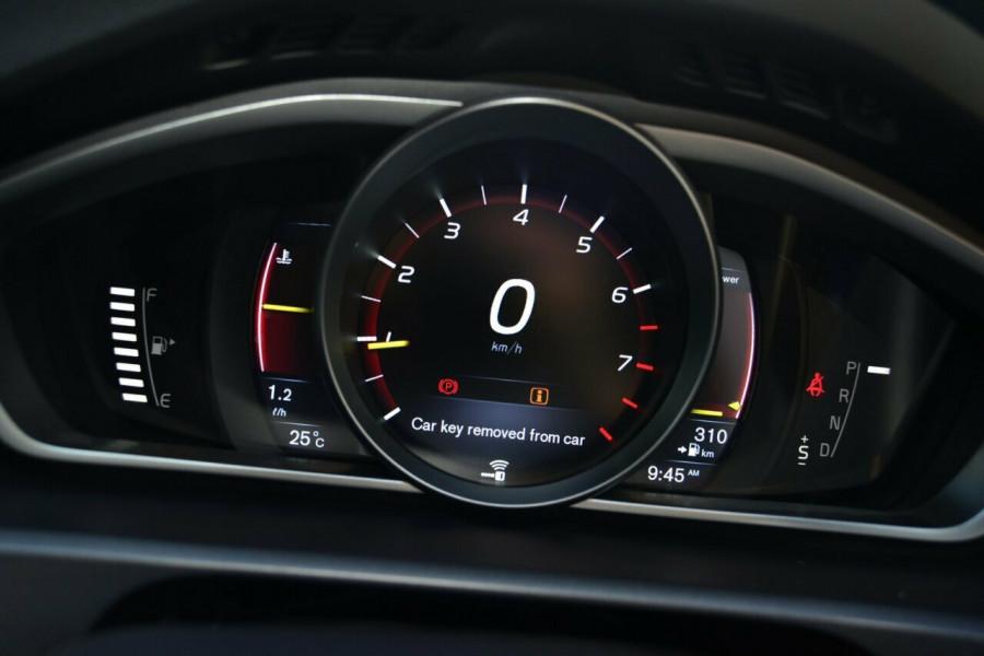 2016 Volvo V40 T5 R-DESIGN Sedan Image 11