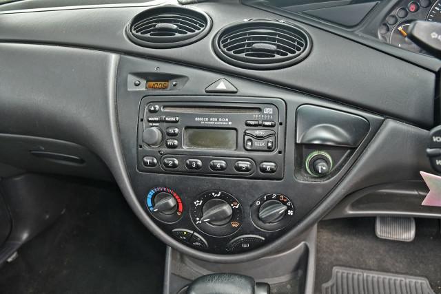2003 Ford Focus LR MY03 CL Hatchback Image 12