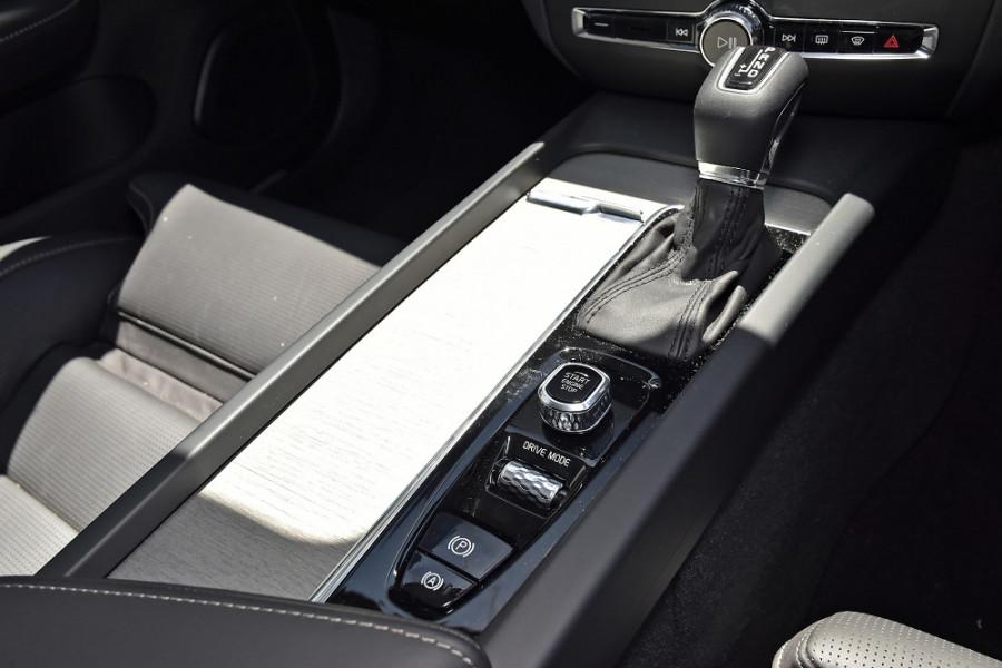 2020 Volvo S60 Z Series T5 Inscription Sedan Mobile Image 19