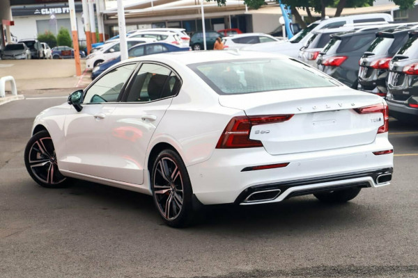 2020 Volvo S60 Z Series T5 R-Design Sedan Image 4