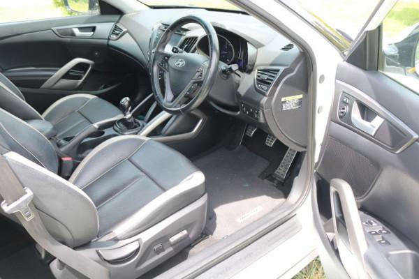2013 Hyundai Veloster FS2 SR Hatchback Image 4