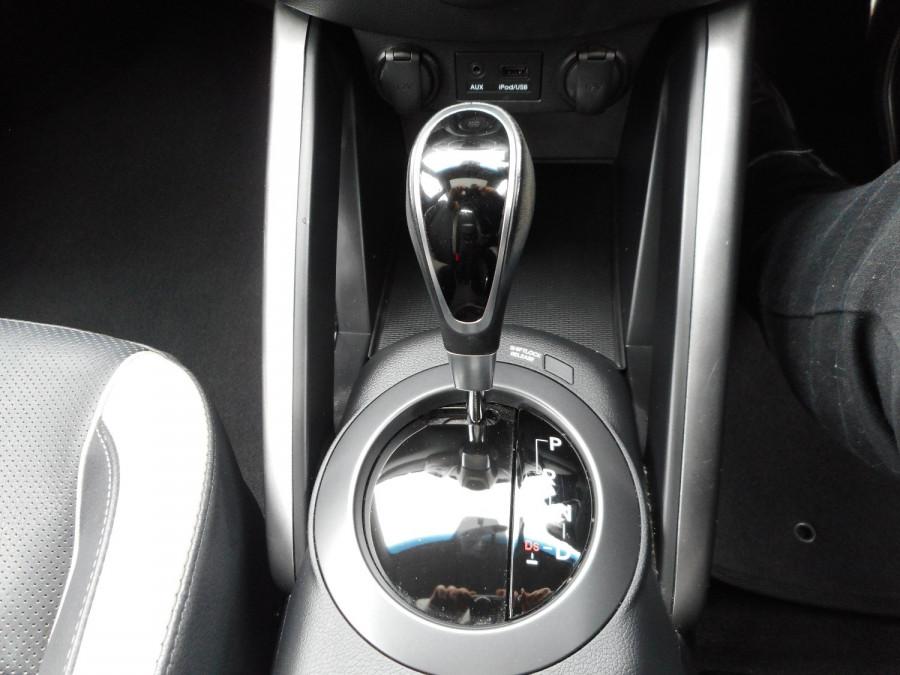 2014 Hyundai Veloster FS3 SR Turbo Hatchback Image 14