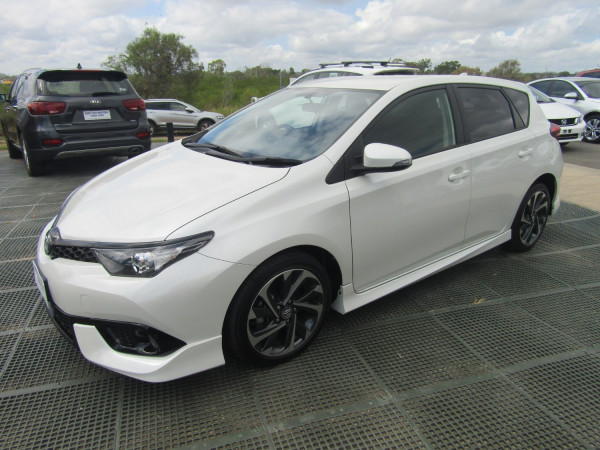 2016 Toyota Corolla ZRE182R SX Hatchback Image 4