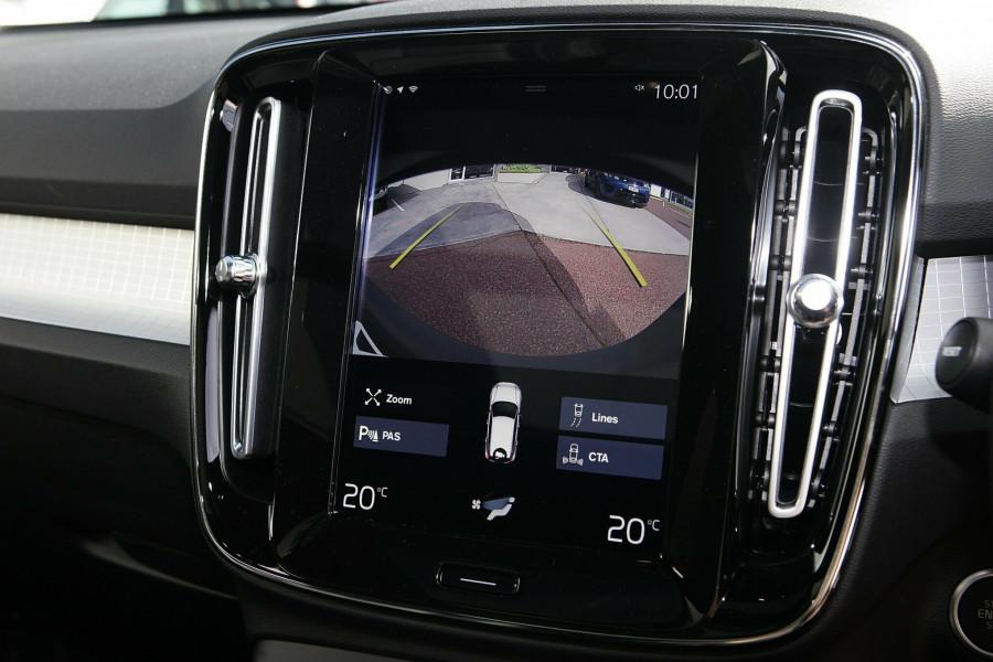 2019 Volvo XC40 T4 Momentum Suv Mobile Image 14